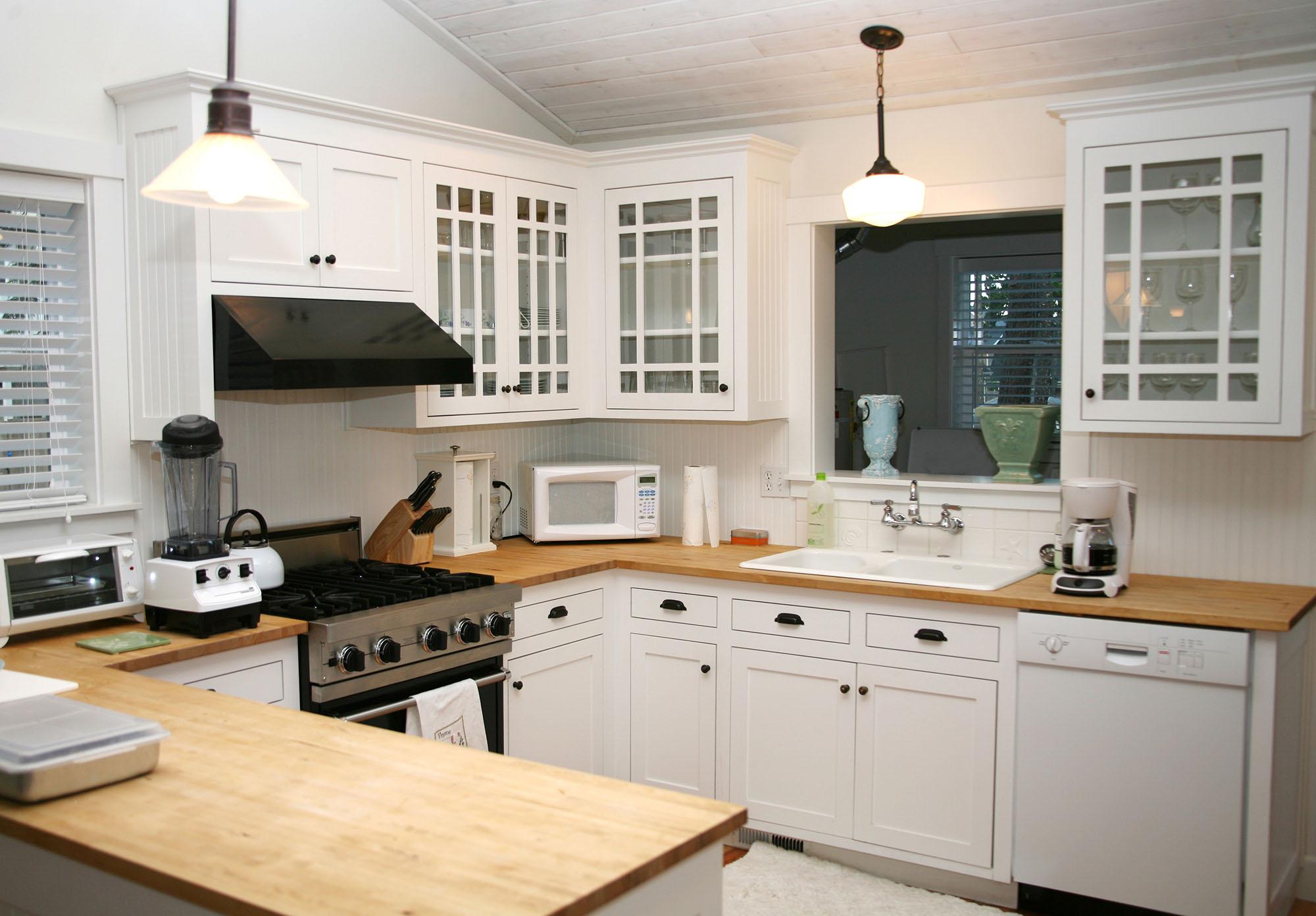 Кухня в деревенском стиле белая