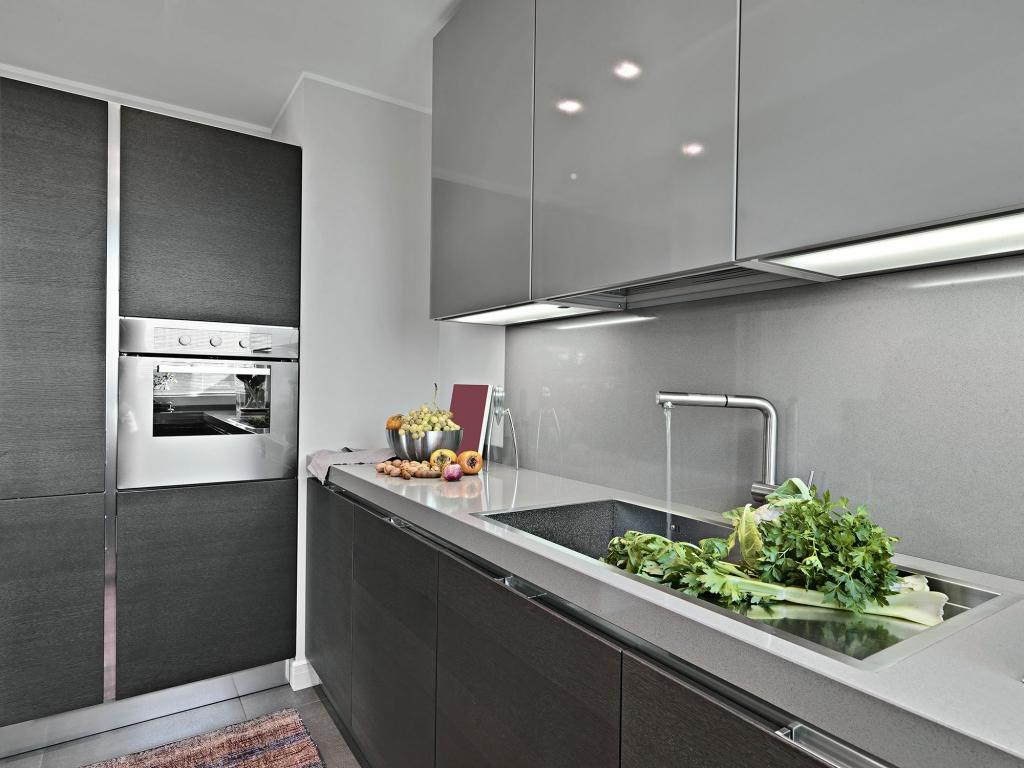 grey kitchens sharp and streamline kitchen design. Black Bedroom Furniture Sets. Home Design Ideas