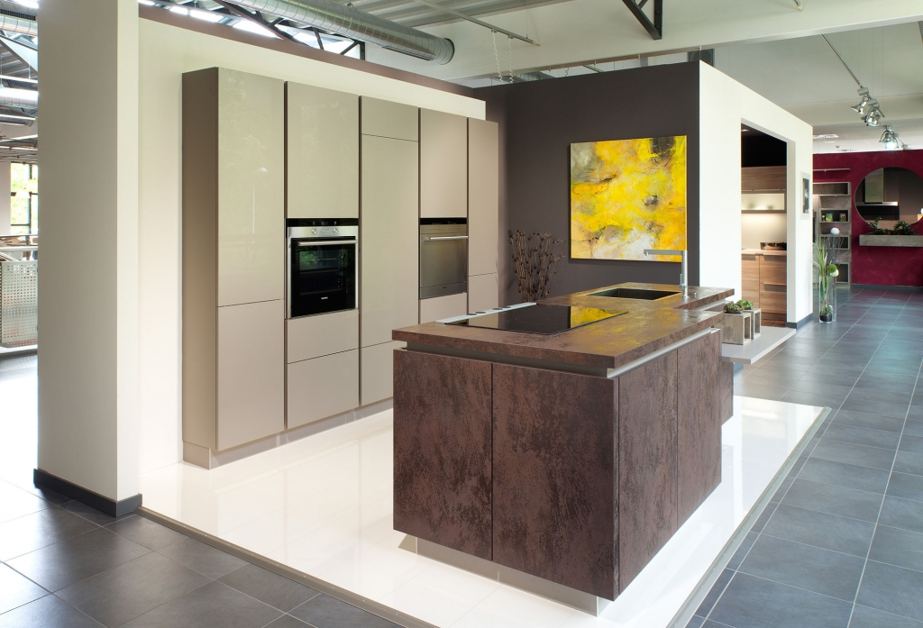 Designer german kitchens for Tall kitchen wall units