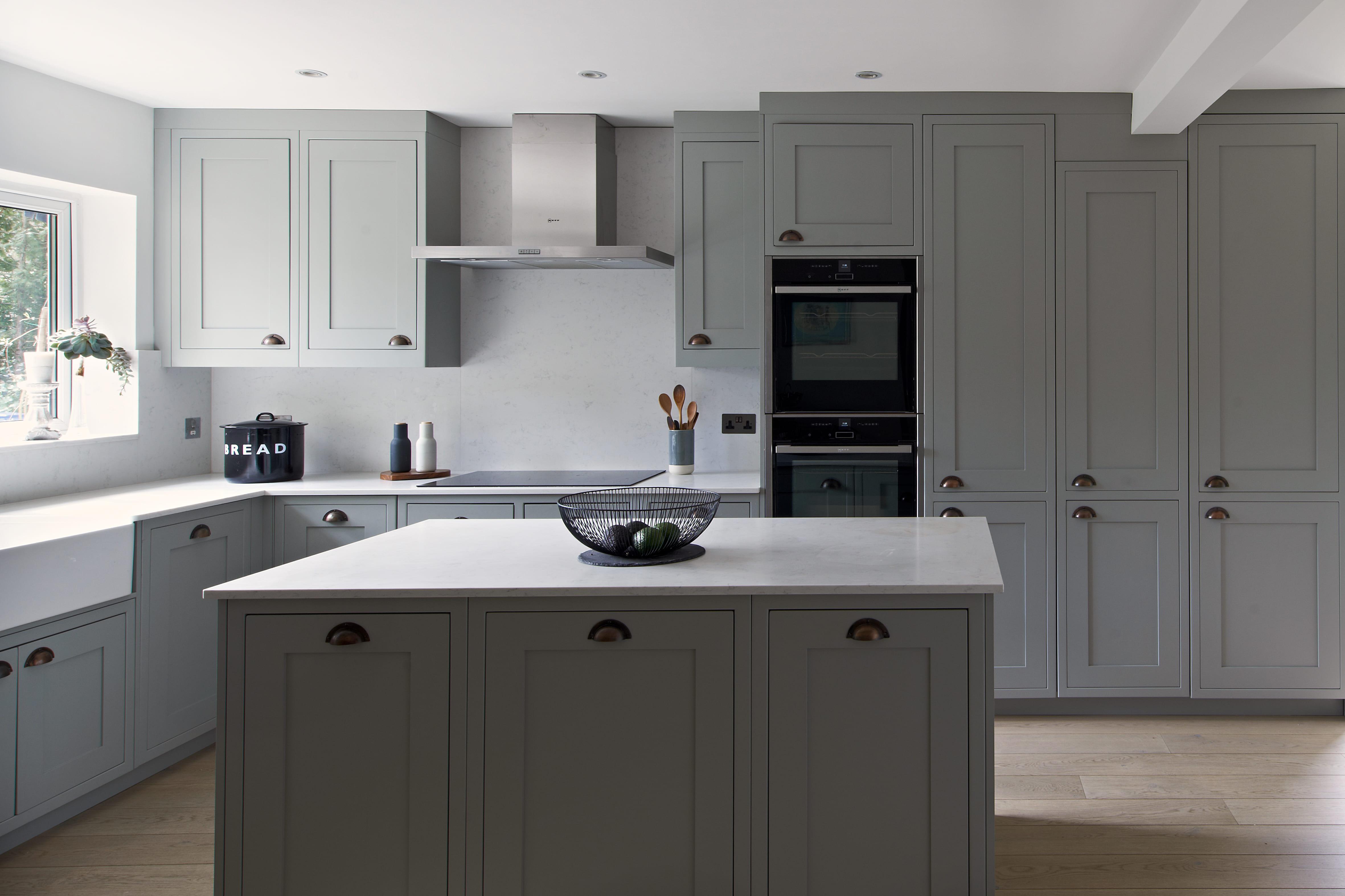 https://www.designer-kitchens.co.uk/wp-content/uploads/2019/10/MAZURE-38452-1.jpg